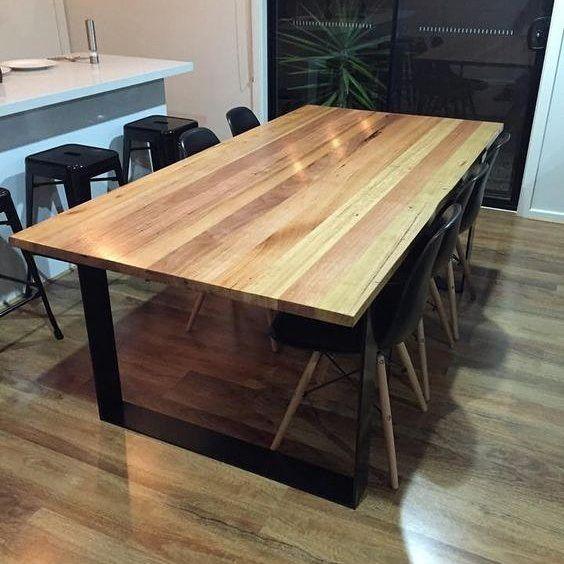 Деревянный стол в столовую