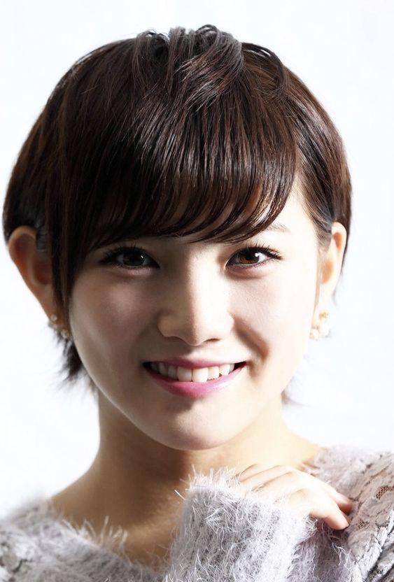 笑顔の岡田奈々