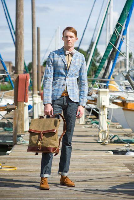 (Un mélange de motifs et de couleurs qui au ifnal s'avère harmonieux, la tenue est rendue plus masculine par le sac. Par Urbanweeds)  #mode #homme #style #inspirations http://goo.gl/EqjWtQ