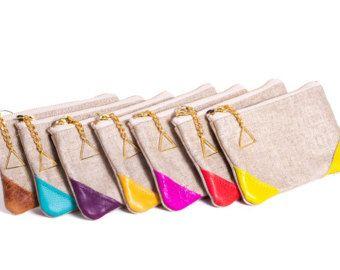 Borla de cuero llavero 2 / $25 venta. Disponible en 30 colores diferentes incluyendo Coral, fucsia, cal, gris, verde azulado, marrón y negro y