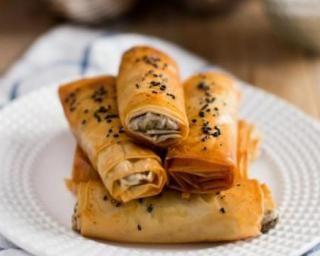 Bricks aux champignons à la crème de camembert légère : http://www.fourchette-et-bikini.fr/recettes/recettes-minceur/bricks-aux-champignons-la-creme-de-camembert-legere.html