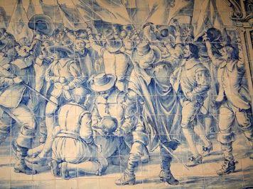 A RESTAURAÇÃO DA INDEPENDÊNCIA DE PORTUGAL EM 1640 -  Painel de azulejos da autoria de F. Gonçalves (activo entre c. 1954 e c. 1978). Liceu da Praia, Cabo Verde