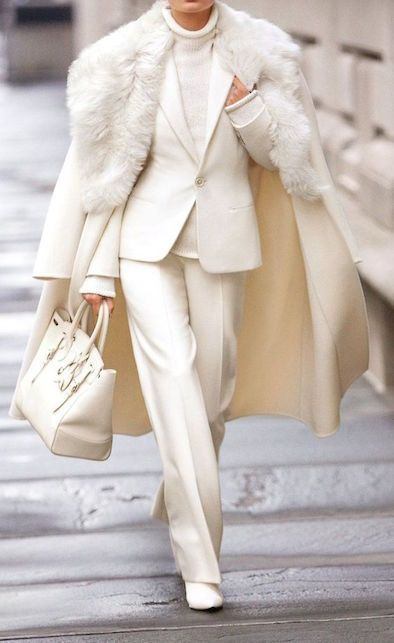 Bianco Natale: outfit total white per le feste | DiLei