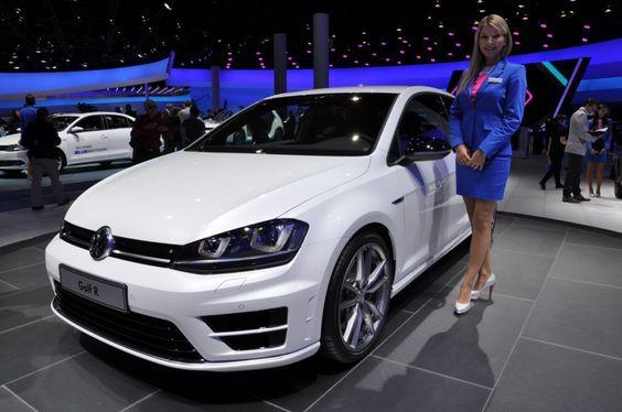 Debutto in anteprima mondiale della #nuova #Volkswagen #Golf #R al #Salone di #Francoforte. La variante sportiva più grintosa presenta un assetto con #Dynamic #Chassis #Control che prevede il nuovo settaggio #Race #Mode, mentre la carrozzeria si contraddistingue per i paraurti sportivi dedicati, i loghi R e i cerchi da 18 pollici. La Golf R monta un #propulsore da 2.0 litri turbo che eroga CV e 380 Nm di coppia...  Leggi l'articolo intero…