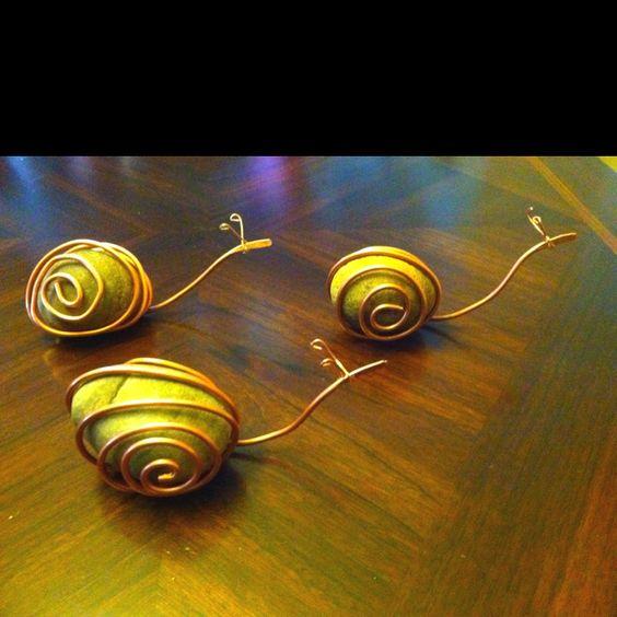 Escargot avec un galet et du fil en laiton m tal for Escargot decoration jardin