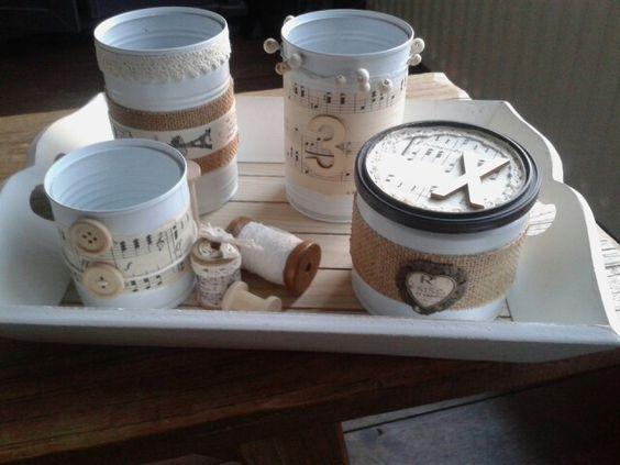Recycled cans. Spray painted and decorated with music sheets, burlap and wood. Hergebruikte blikjes. Geverfd en gedecoreerd met muziekpapier jute en hout.