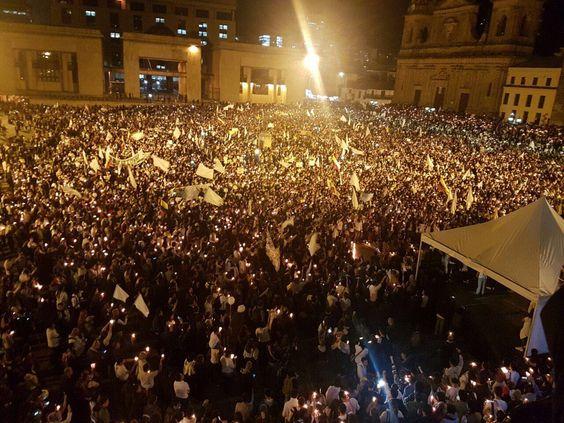 maduro_fr: RT piedadcordoba: Le printemps de la paix! #AcuerdoYa #MarchaPorLaPaz #LaPrimaveraDeLaPaz https://t.co/RxKW77qcic