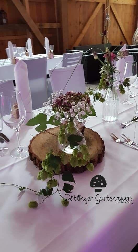 Herbstliche Tischdeko Mit Baumscheiben Und Kleinen Vasen Zur Hochzeit Herbstliche Tischdeko Herbstliche Tischdekorationen Tischdeko Mit Baumscheiben