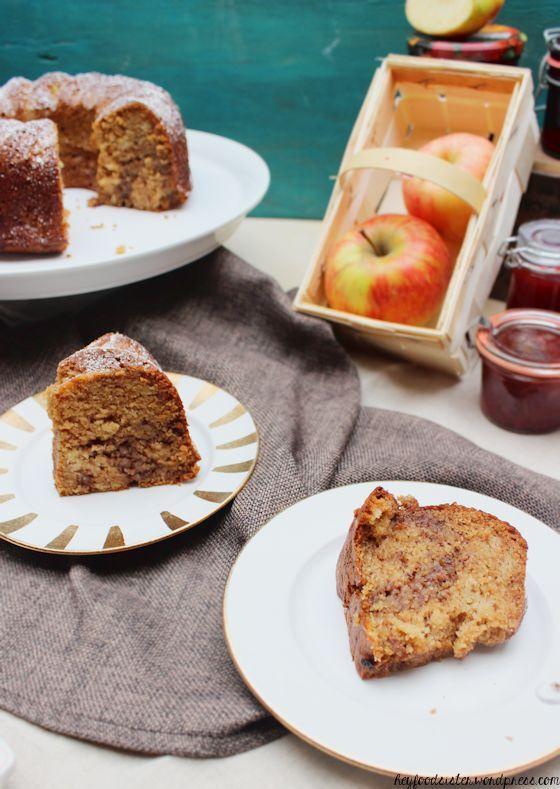 Marmorkuchen mit Haselnüssen und Apfelmus