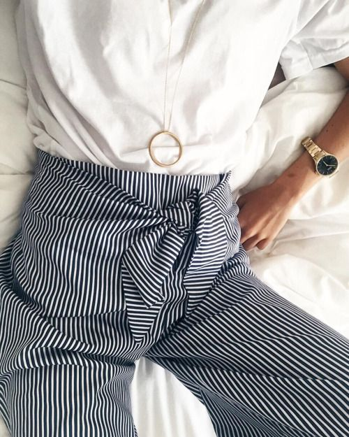 L'été on rêve d'un style léger et simple. Découvrez nos tenues en blanc avec une touche minimaliste pour profiter de l'été, tout simplement!: