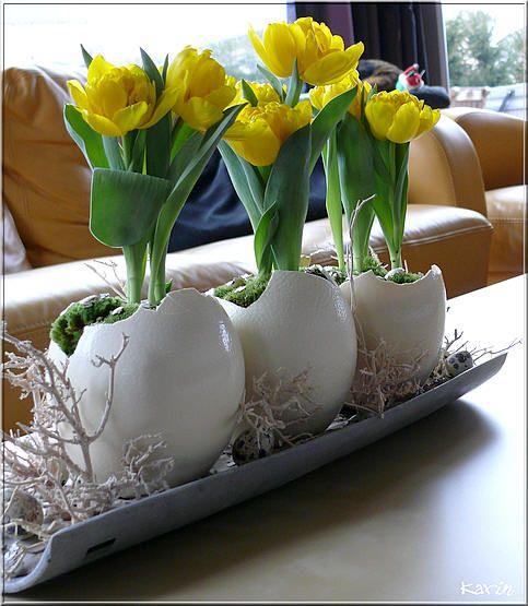 Bloemschikken Pasen: drie op een rij - Bloemschikken Pasen met eieren creatief bezig zijn: