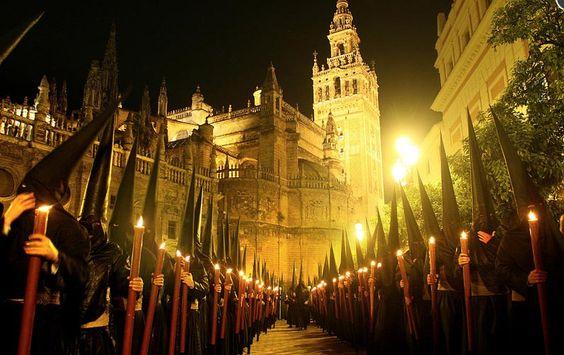 Nazarenos Semana Santa de Sevilla