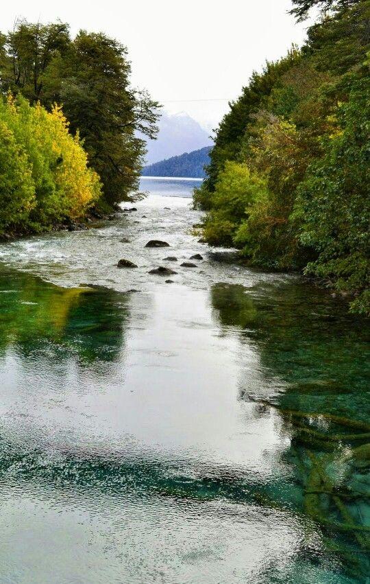 Rio Correntoso.  el mas corto del mundo .ARG