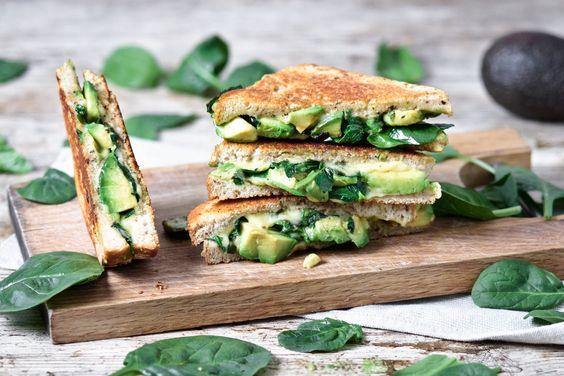 Gegrillter Käse w / Avocado, Spinat und Pesto |  ww.planticize.com