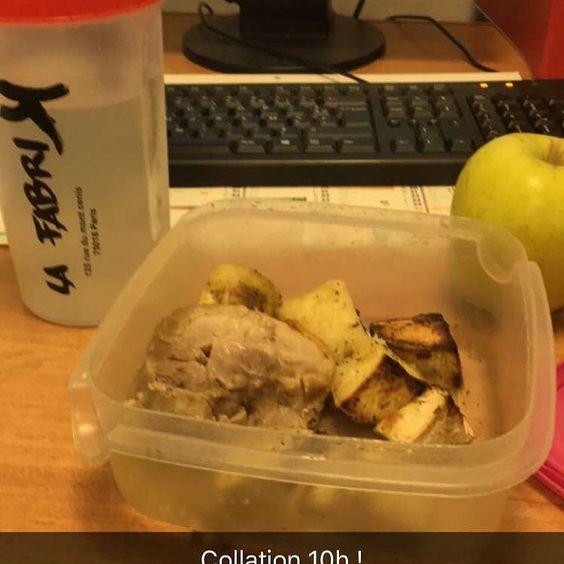 Collation de 10h ! 150 g poulet /200g patate douce 1 pomme ! Et l'eau la base !!! GAINZZZZZ#MICKA#TWINSFIT #GAINZ #MUSCU #judo #judoka #fitnessaddict #petitmaispuissant#fit #bodyadict #musculation #nutrition by twinsfit