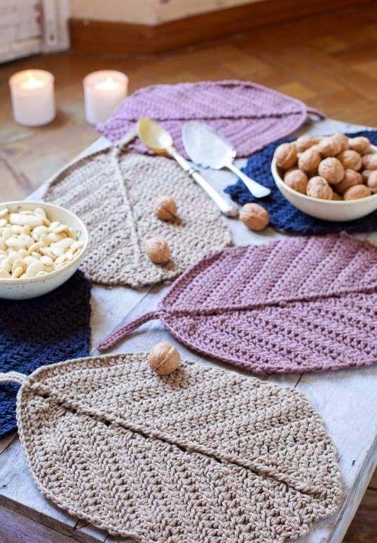 Jogo Americano De Croche Em Folhas De Diversas Cores Crochet Placemats Crochet Crochet Gifts