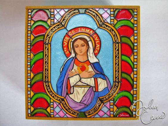 Virgen Inmaculada Pintura vitral sobre trupán, delineado con relieve dimensional, tapizado en el interior con tela pana. Ver mas fotos y detalles en mi pagina:  http://hanansonqo.blogspot.com/2013/05/cofres-virgen-inmaculada.html