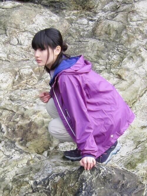 紫ジャンパーの橋本愛