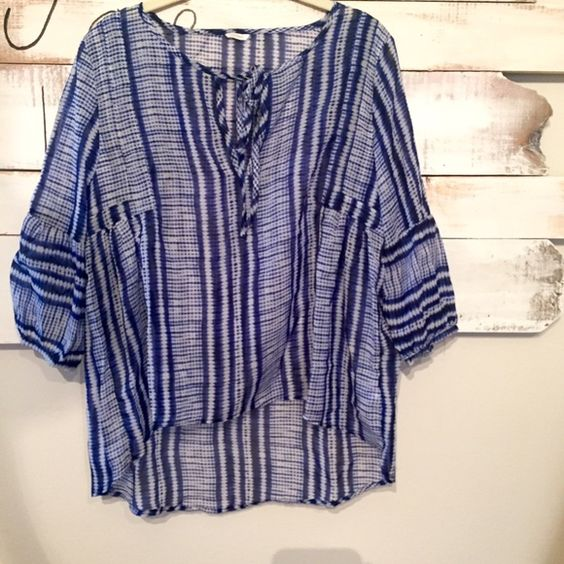 Sapphire and Navy Blue Flowy Blouse : Small Tie at the neck- you can leave it untied as well. Very light weight and comfortable. Looks good with white skinny jeans and with shorts :) Tops