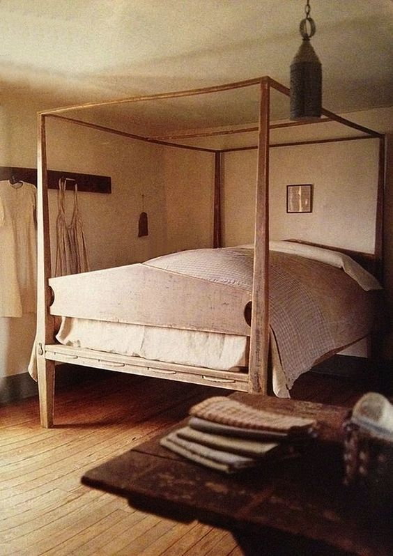 Primitive colonial pencil post bed primitive bedrooms for Colonial beds
