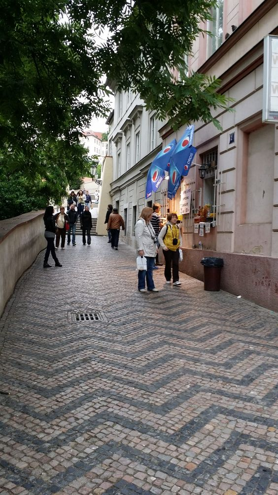 https://flic.kr/p/vUEWZH | 20150521_154801 | Almost the end of Golden Lane in #Prague