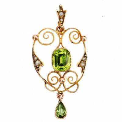Very fine pendant with two beautiful cut green Peridot stones and seed pearls set in 9ct yellow gold, dating from circa 1900.