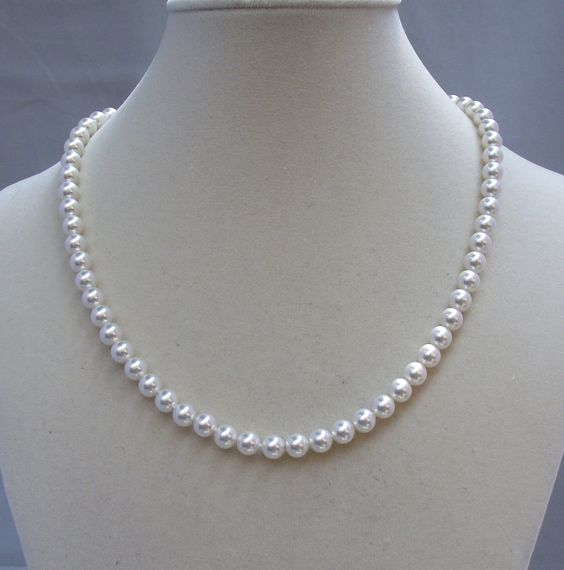 Single Strand Pearl Necklace: The Classic Single Strand Pearl Necklace