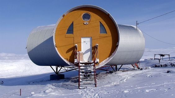 Richard Carbonnier's tubular eco-house in Pond Inlet, Baffin Island, Nunavut, Canada  // Living Off-the-Grid: