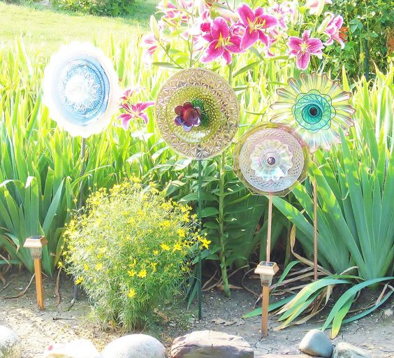 Garden Art. Flowers made from old glass plates in bright colors.
