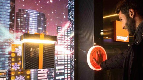 """AC3 STUDIO & HIGHLAB présentent """"LE MAGASIN DES SUPER POUVOIRS"""".  Un concept de vitrines de Noël mêlant technologie et créativité, invitation ludique et interactive à découvrir l'univers Orange.  A concept of Christmas window displays combining technology and creativity, a playful and interactive invitation to experience the Orange universe.  Client : ORANGE Agency and concept : PUBLICIS SHOPPER Creative Director (PUBLICIS) : Christophe PILATE Artistic Director (PUBLICIS) : Didier ..."""