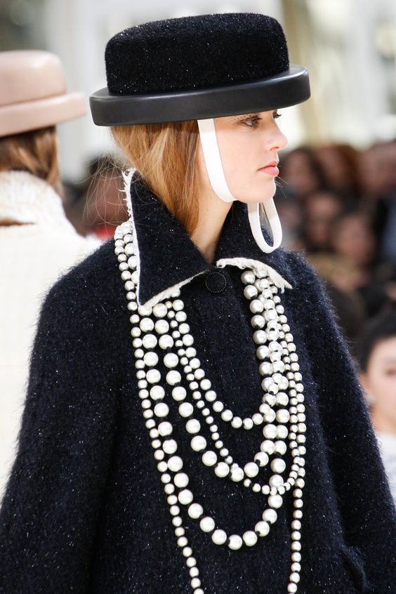 Chanel Fall 2016 Ready-to-Wear Fashion Show Details ... - photo #9