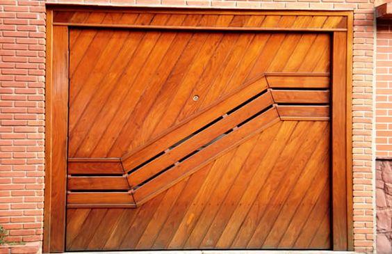Portão de Madeira EP-307 pode ser revistido com madeira ipê ou jatoba no desenho vertical, diagonal, espinha de peixe ou losango (assoalho, deck ou lambril).
