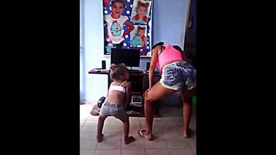 anna Julia e Annalici Dançando Bonde das Maravilhas