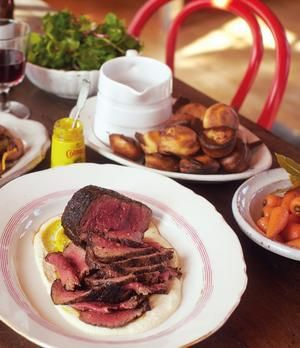 Gebratenes Rinderfilet, junge Möhren & Mini-Yorkshire-Puddings  nach Jamie Oliver | sixx.de