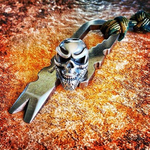 Knives lanyards and skulls on pinterest for Knife lanyard ideas