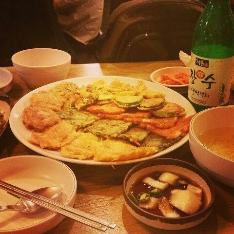 Korean foods jijimi and korean wine is makori