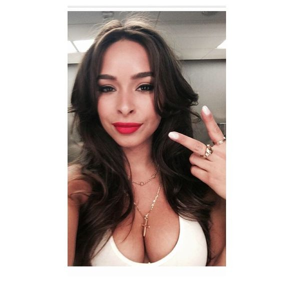 Going for my dreams is the key to success. When life gives you lemons, throw them at mean people who like to bring you down, right jess? 😂🍋@officialjessicacaban