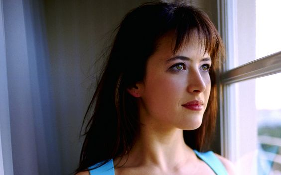 Sophie Marceau, whispy choppy fringe - 23.9KB