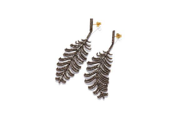 Composizione: orecchini in argento 925 con rodio nero ,snodati e ricoperti con pavé di diamanti Ice per un totale di 3.68 carati. chiusura in oro 750. Dimensione : 80 mm
