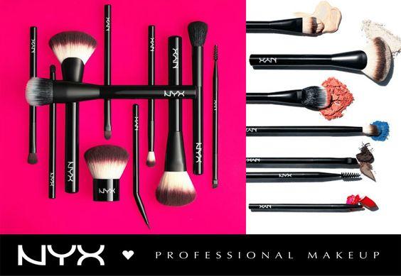 """Γνωρίστε τα νέα επαγγελματικά πινέλα μακιγιάζ NYX """"Pro Brush Collection""""! Η σειρά αποτελείται απο 20 πολύ απαλά πινέλα, σχεδιασμένα με συνδυασμό απο φυσική και συνθετική τρίχα για ένα αψεγάδιαστο αποτέλεσμα!"""