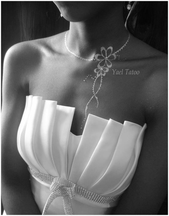 collier leger fleur la poudre de diamant par yael tatoo le henn version l gance 0620147095. Black Bedroom Furniture Sets. Home Design Ideas