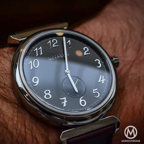 """The very nice @alexandre.meerson Altitude Officier and its applied Breguet numerals. Find out more about it in our review on #monochromewatches"""