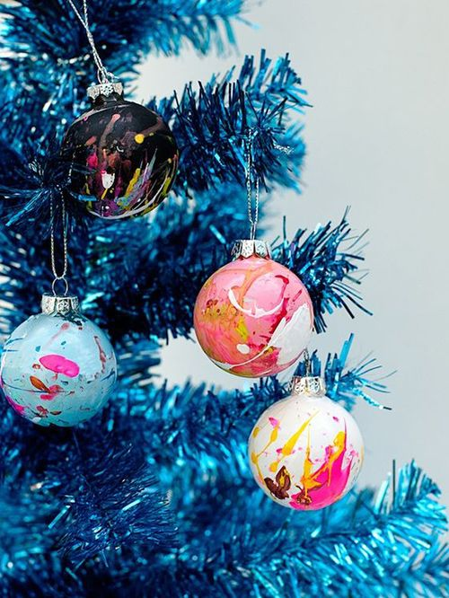 20 Bolas De Navidad Pintadas Diy Para Colgar En Tu árbol Bricolaje De Adornos De Navidad árboles De Navidad Creativos Arte De Navidad