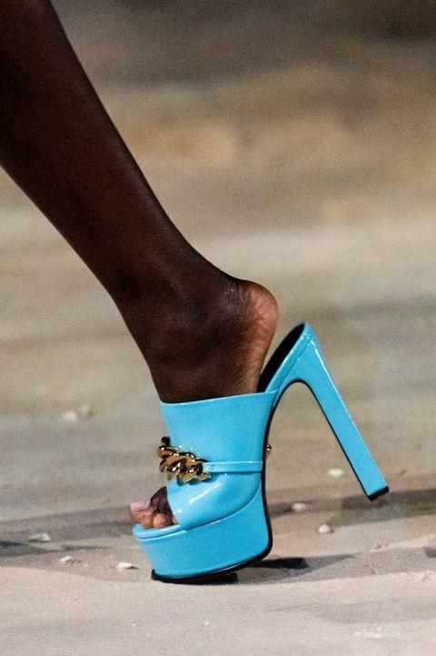 Versace Primavera Estate 2021 Stile Di Moda Tacchi Moda Primavera