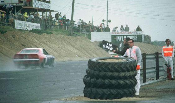 Roger Penske signalling Mark Donohue - AMC Javelin - Penske Racing - Marlboro Trans-Am - Trans-Am Bridgehampton - 1970 SCCA Trans-American Championship, round 5