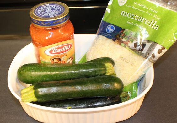 Easy Cheesy Zucchini Bake -zucchini, pasta sauce & mozzarella