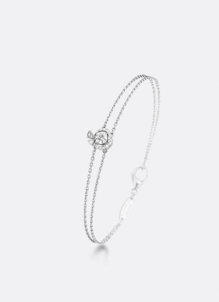 La Rose de la Reine,  bracelet in 18-carat white gold set with a brilliant-cut solitaire diamond./ La Rose de la Reine, pulsera  que tiene 18 quilates de oro blanco y un diamante con corte brillante en Solitario.