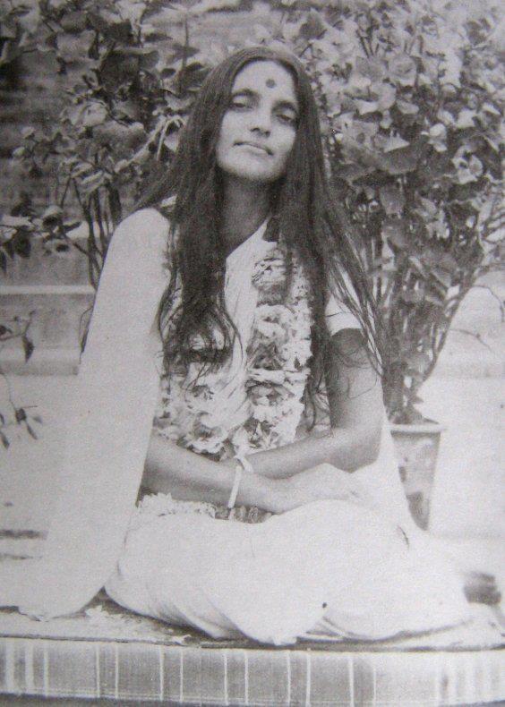 Mâ Ananda Moyî  .......La Mère Divine incarné....... Ea6dcdc913c009ed977a5f16b6926179