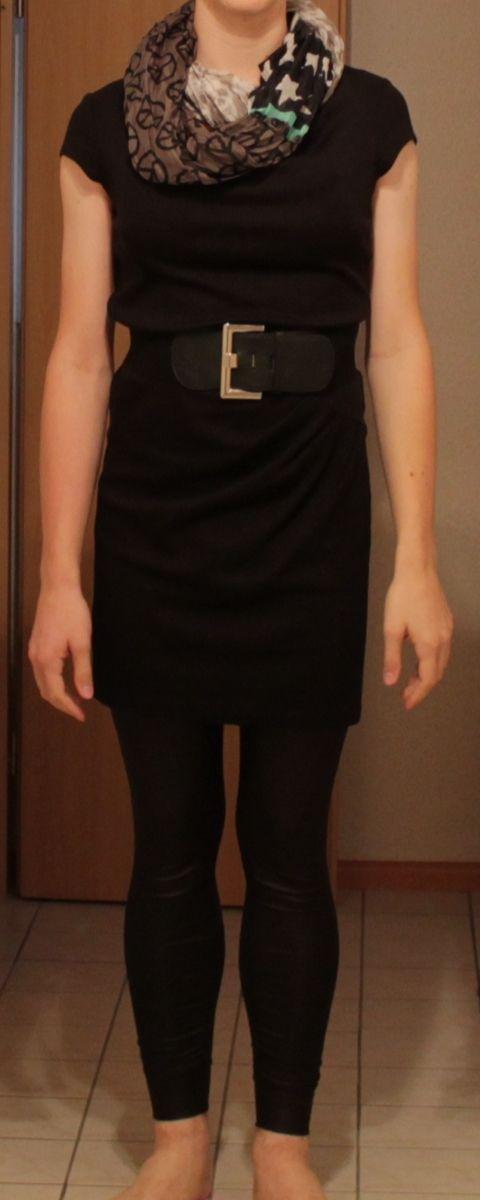 Leather Leggings, Black Dress with Waist-Belt and a Scarf...  Lederleggings, schwarzes Kleid mit Taillengürtel und einem Schlauchschal...