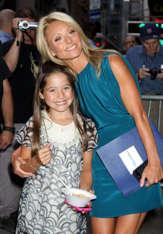 lola consuelos & her mom, Kelly Ripa.